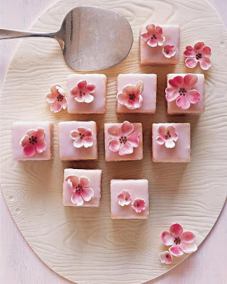 Pretty+Little+Petit+Fours